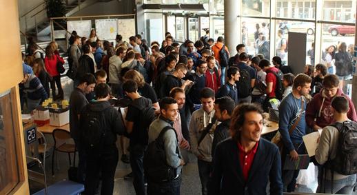 Phot d'étudiants dans le hall