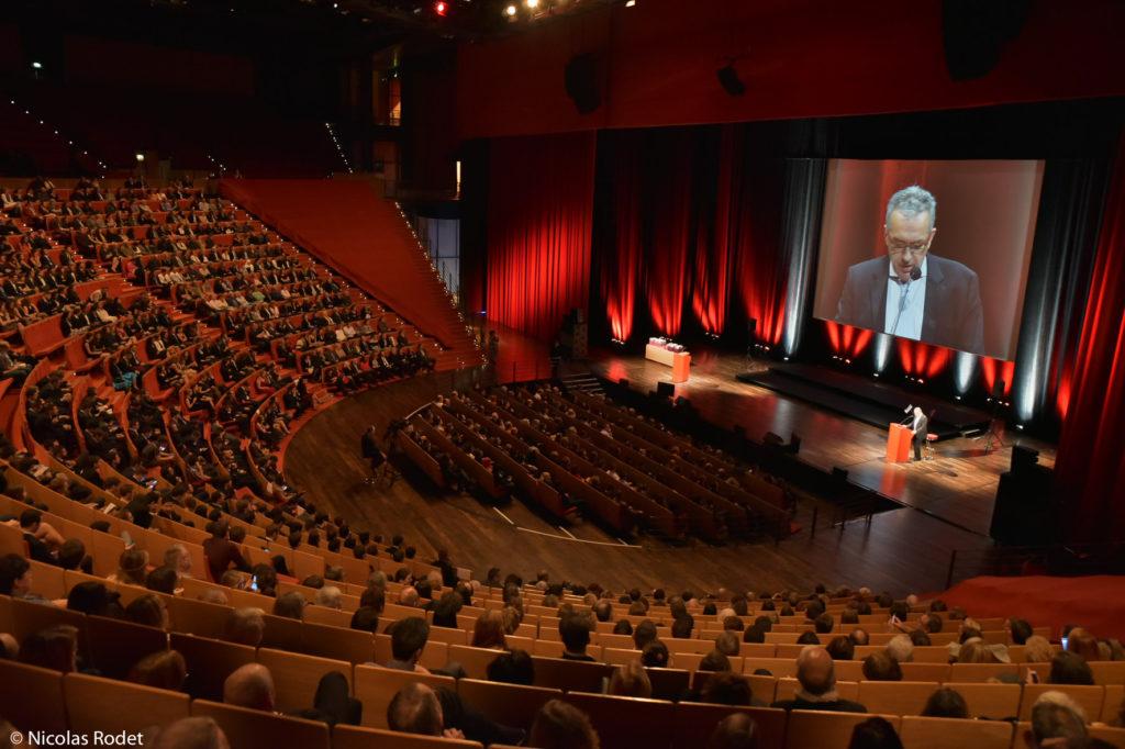 photo de la cérémonie de remise des diplômes, salle 3000 au palais des congrès de Lyon